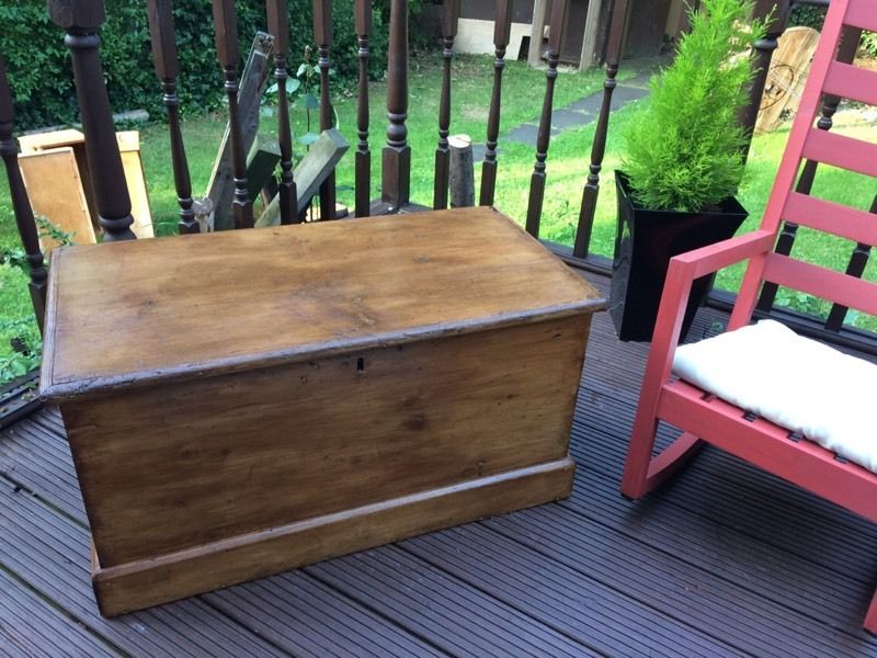 Vintage wooden trunk / chest / coffee table / toy box