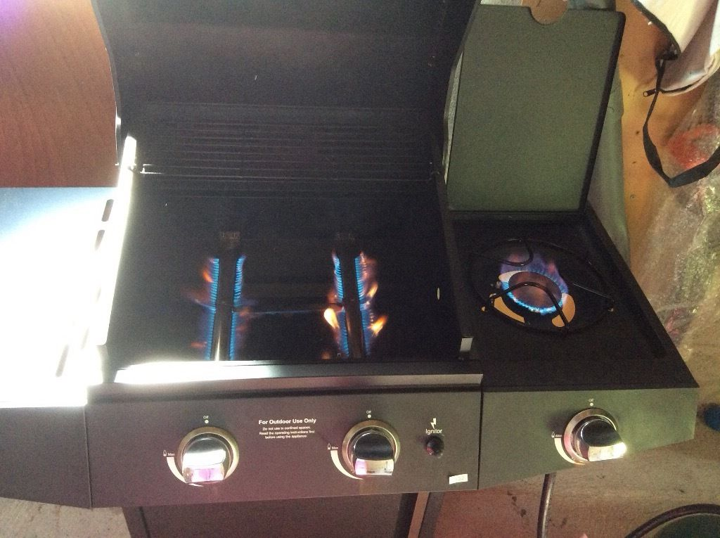 Gas BBQ with side cooking ring & calor gas full