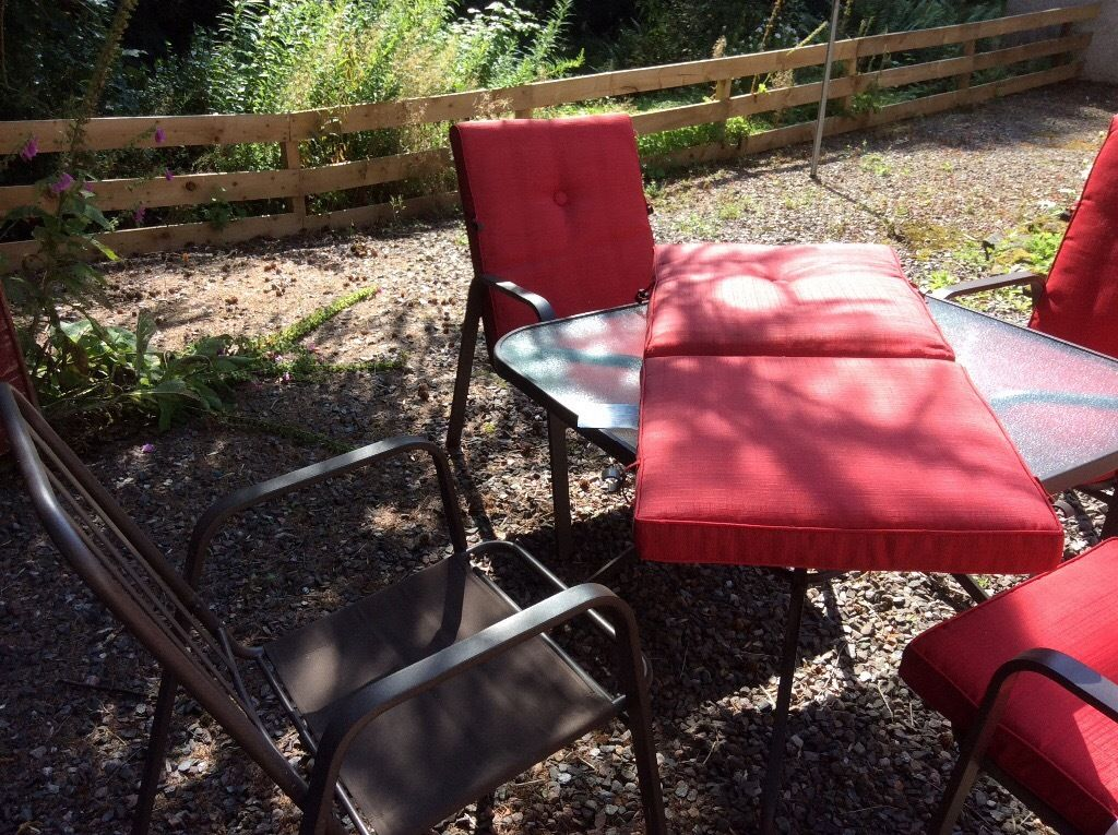 Patio table and 4 chairs - great condition