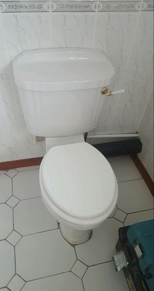 Toilet W/ tongue & groove effect seat