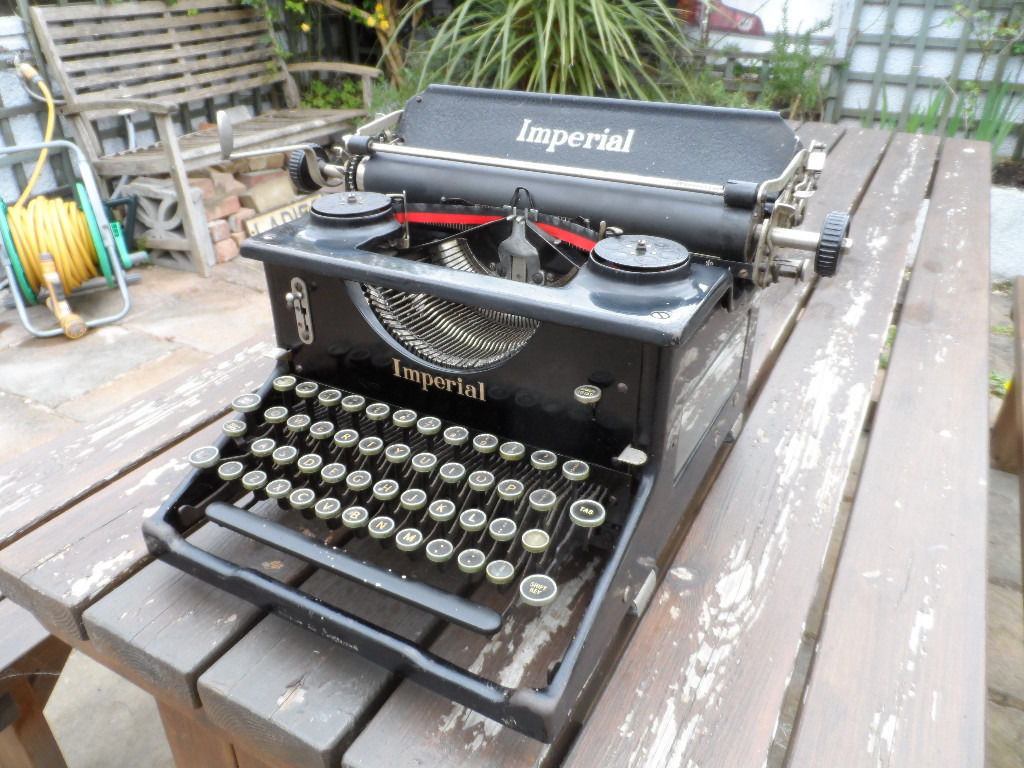 Imperial Typewriter Model 50 vintage / antique 1930s / 1940s good condition, complete & working ONO