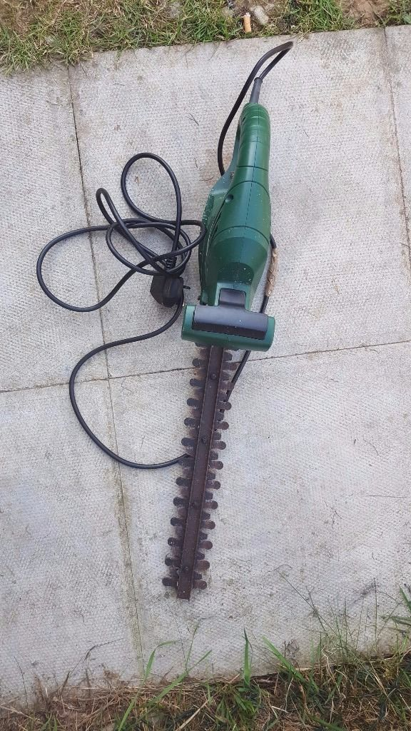 Electric hedgetrimmer