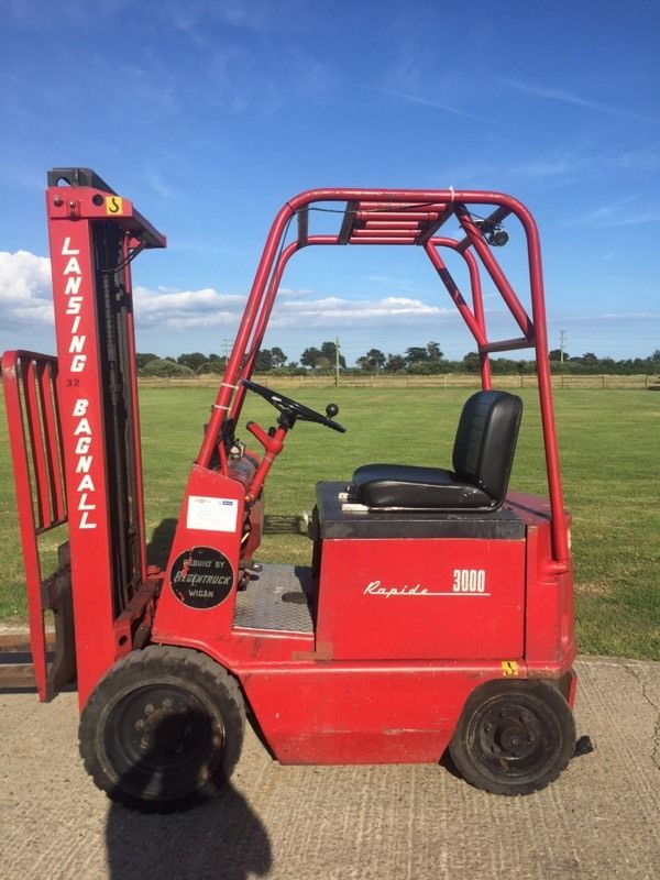 Lancing electric forklift truck