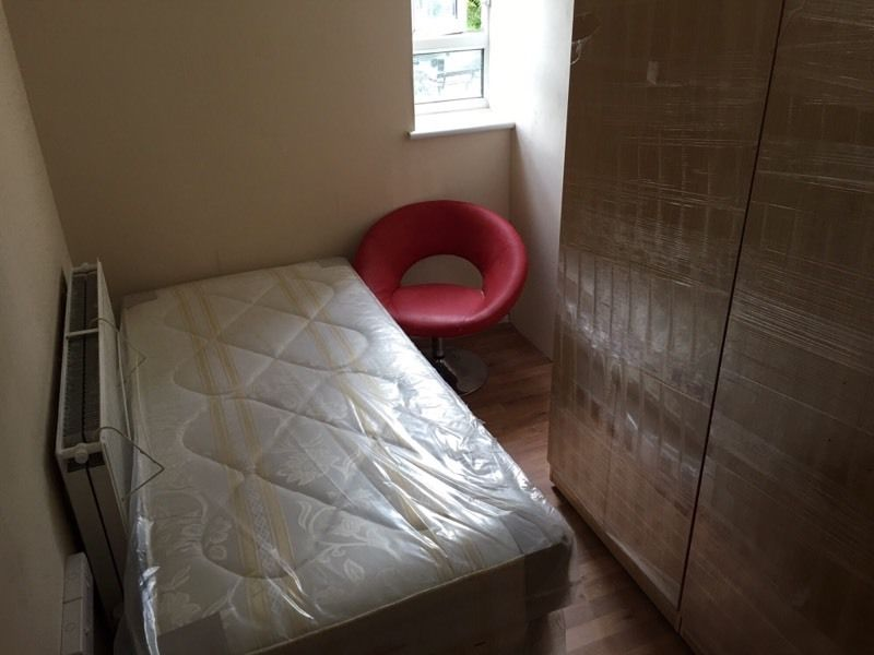 New Flat with One Last Single Room. Bromley Road, Catford, SE6.