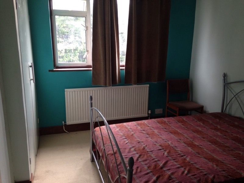 Room for rent in Heston Tw5. Hounslow. Heathrow.
