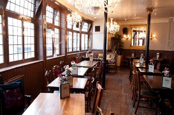 FULL and PART TIME bar staff wanted for busy Notting Hill pub. Flexible hours, service charge & more