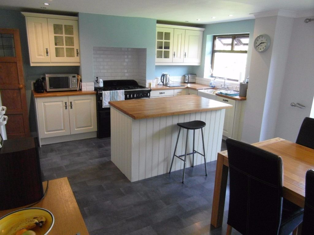 Double Room with Private Lounge and Parking - Fully Furnished - Monday to Friday Let
