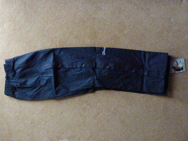BEGHAUS Womens Deluge waterproof overtrousers - BLACK Size 8 (Short) : As New