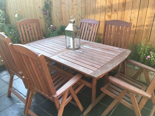 Extending wooden table and 6 chairs.