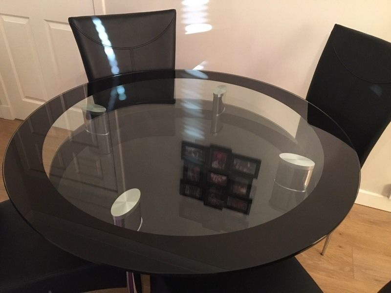 Glass round dining table and 4 leather chairs