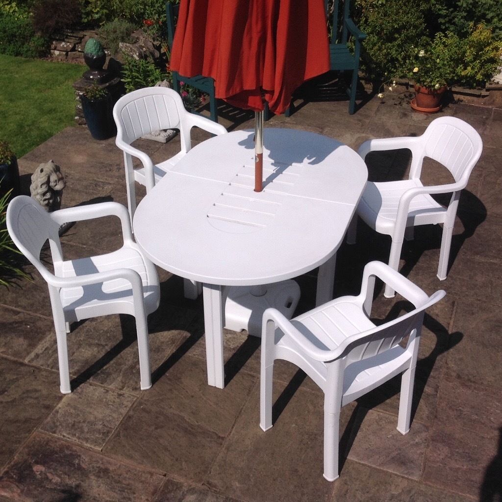 Allibert Patio Dinning Set with Parasol.