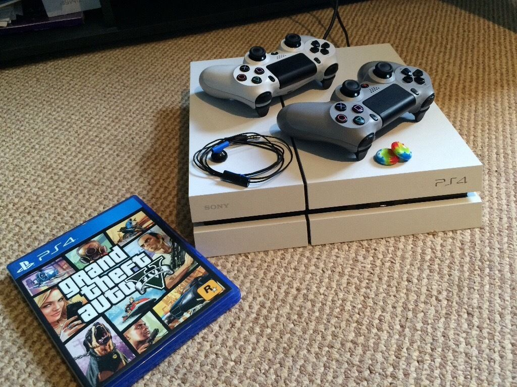 PS4 500GB with 2 controllers and GTAV