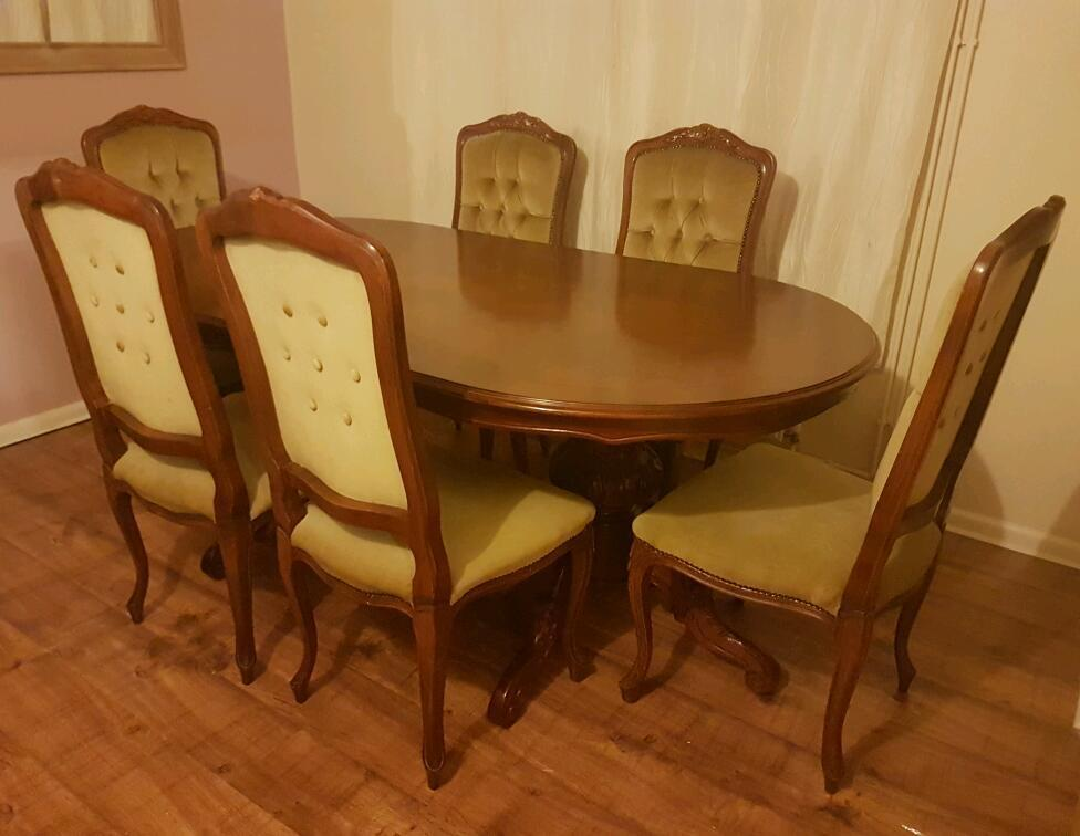 Beautiful French/italian dining table and 6 chairs set