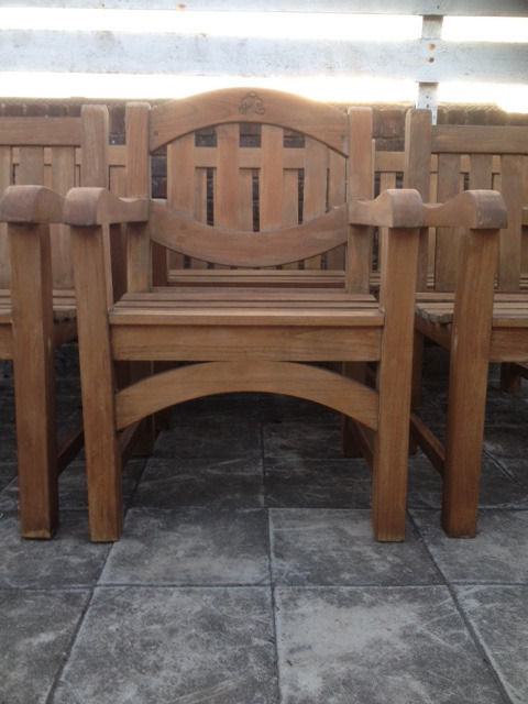 Heavy Solid OAK Garden Table + 6 Wide Arm Chairs - Unique Design & Top Quality **Delivery**