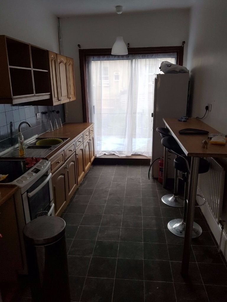 Double room in friendly house share for 3 month let