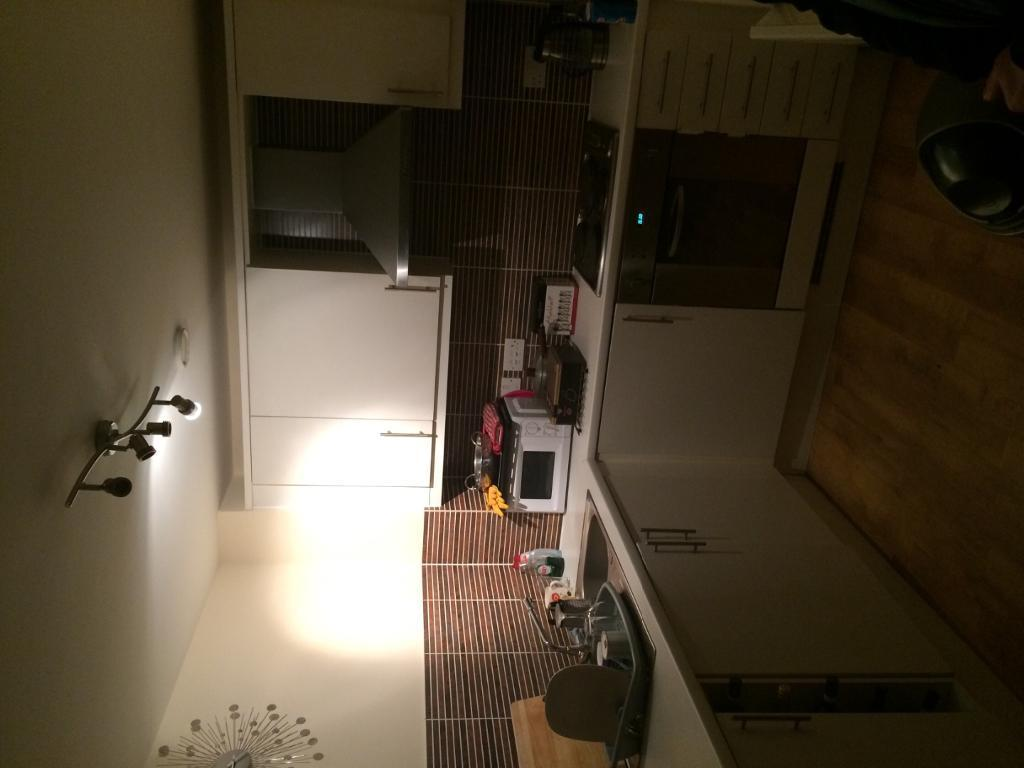 En suite doublebedroom with double bed to let in two bed flat near city centre