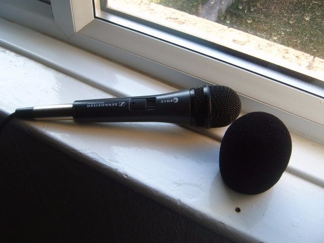 sennheiser mic with stand
