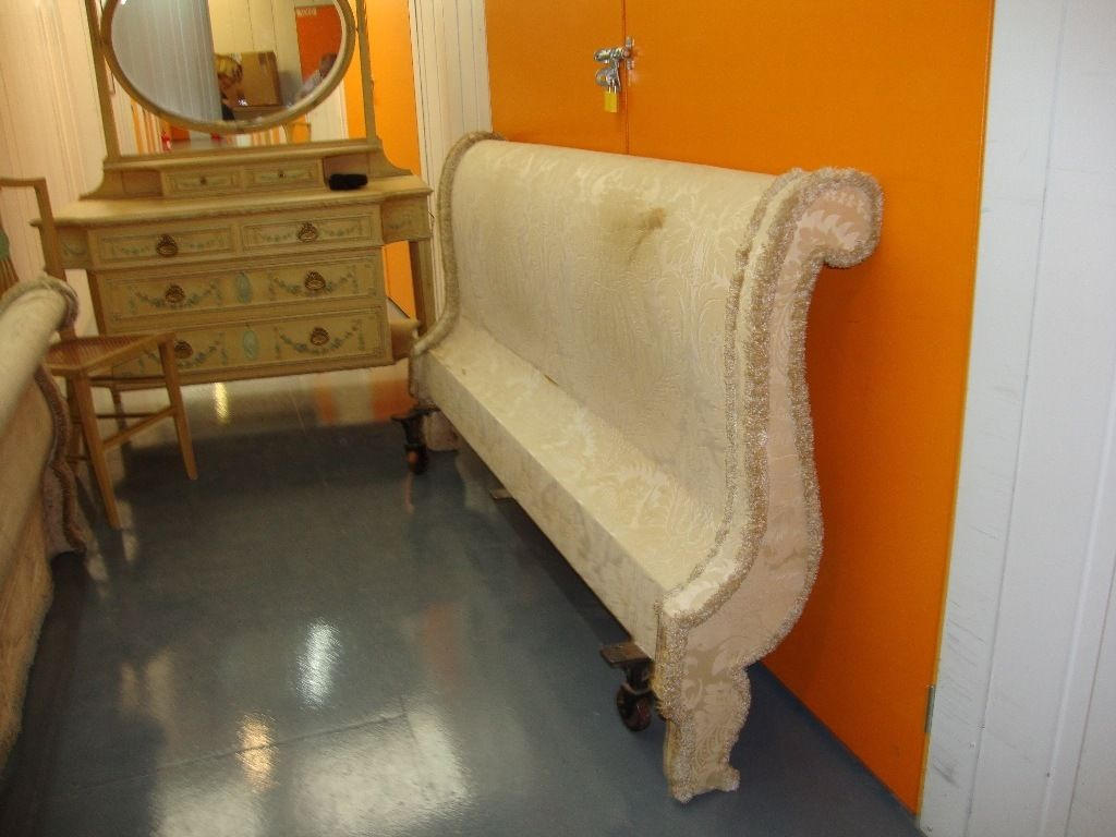 A BEAUTIFUL ANTIQUE PERIOD KING SIZE BED FRAME - CIRCA 1930