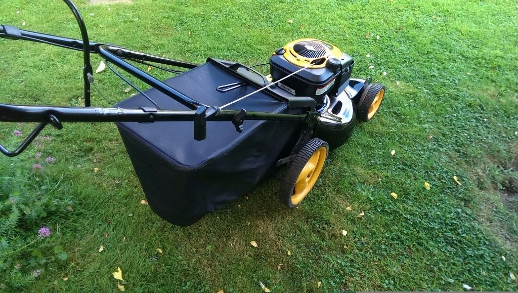 McCulloch Petrol self drive Briggs and Stratton lawnmower M53-625CMDW, mower fully serviced