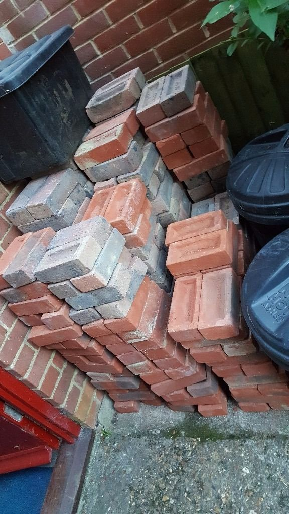 300 BRICKS BRAND NEW OFF THE PALLET