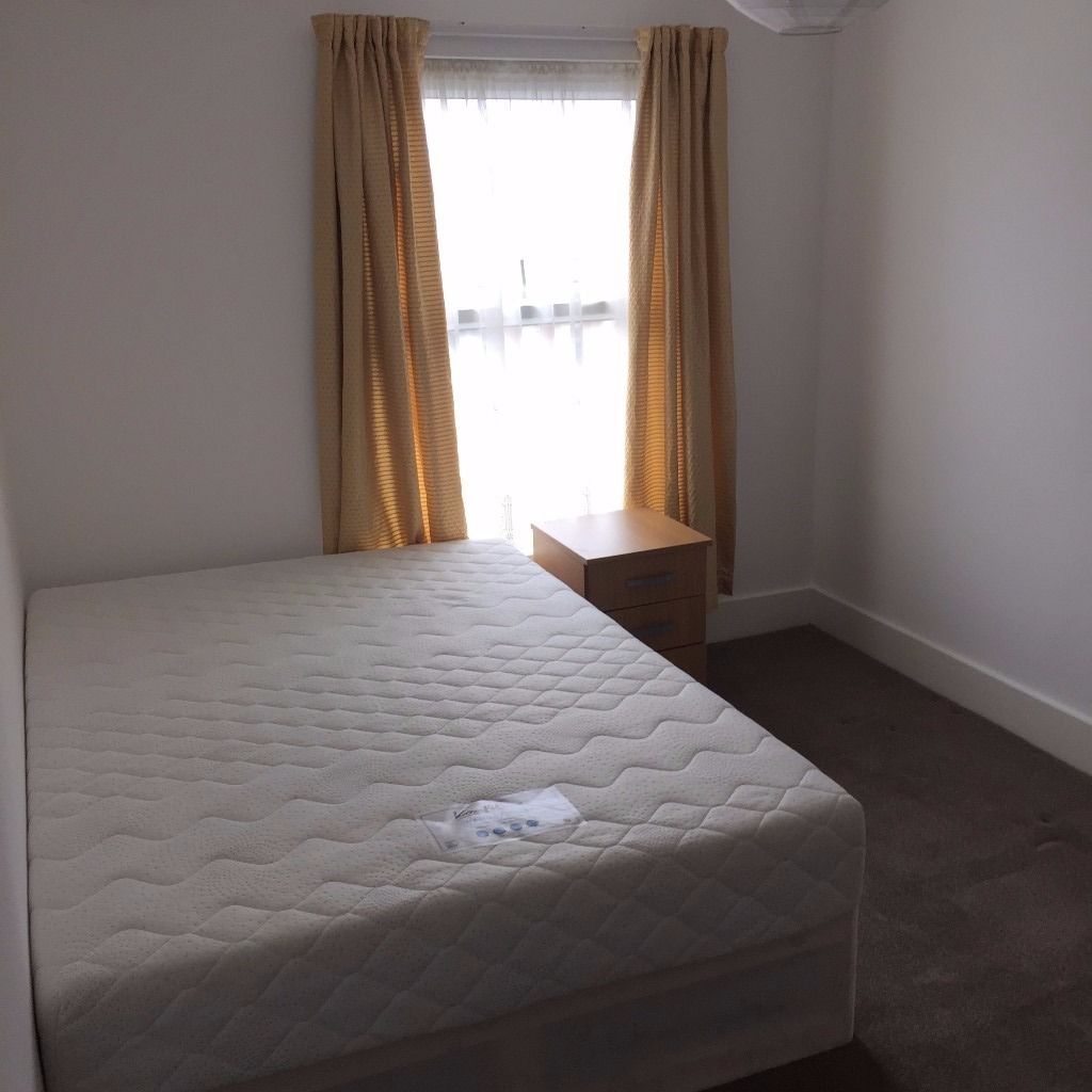 Nice Double room to rent in newly refurbished flat near Maryland station.....