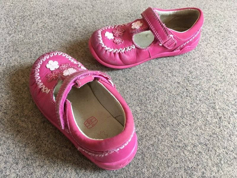 Clarks pink shoes size 7F