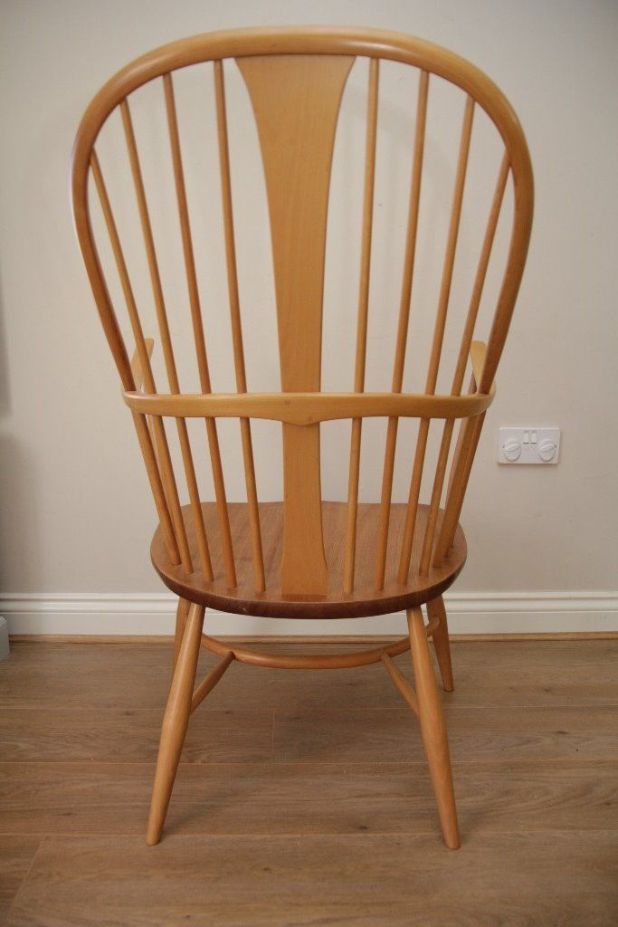 Immaculate Ercol Windsor Chairmakers Chair Model 911