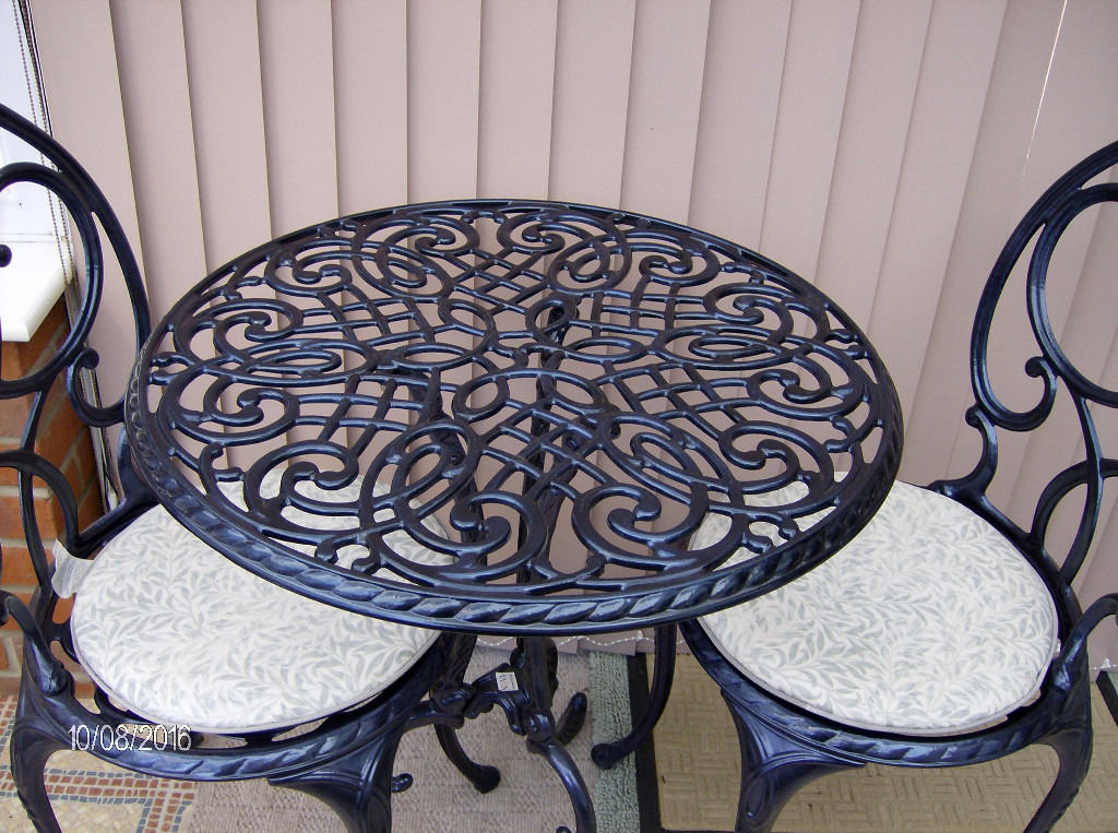 Top quality cast aluminium bistro set