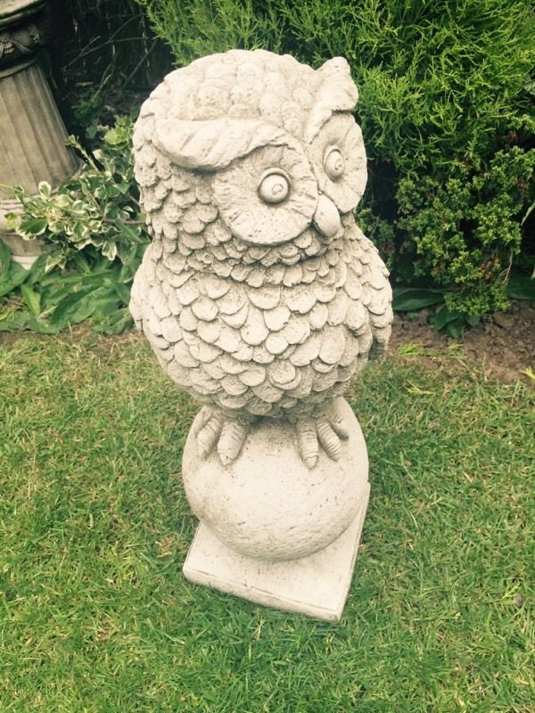 Stone garden ornament owl great detail