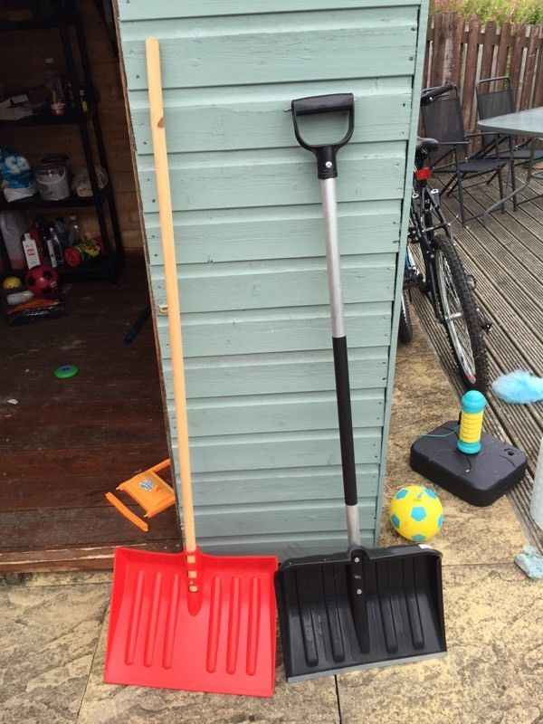 Snow shovel. Bargain!