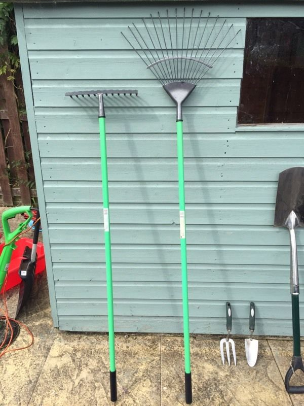 Complete Gardening set Excellent Condition!