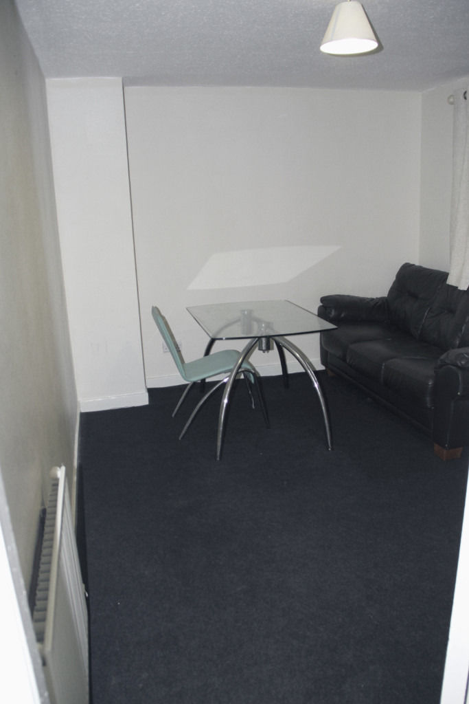 2 rooms available for price of one, own private living room