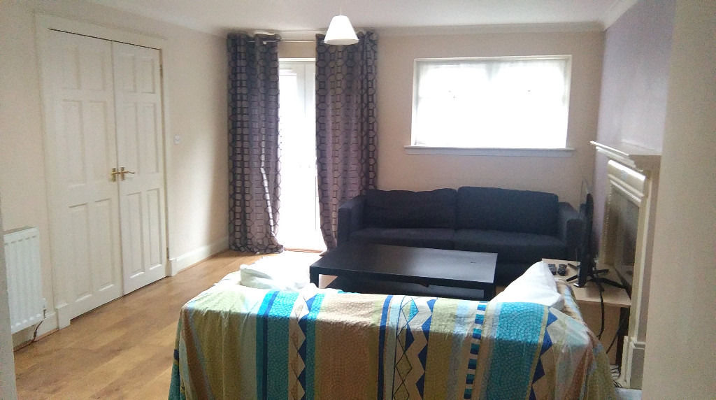 OPPORTUNITY for STUDENT! Beautiful & spacoius single/double room in residential house available..