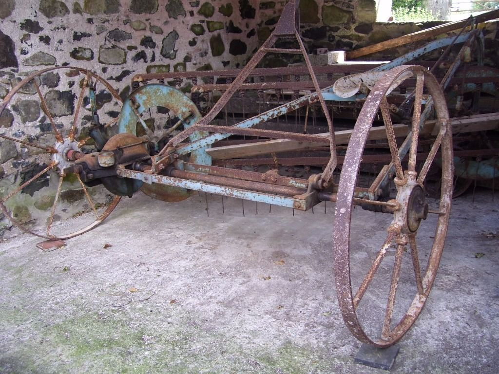 Vintage Farm Machinery ( Tractor )