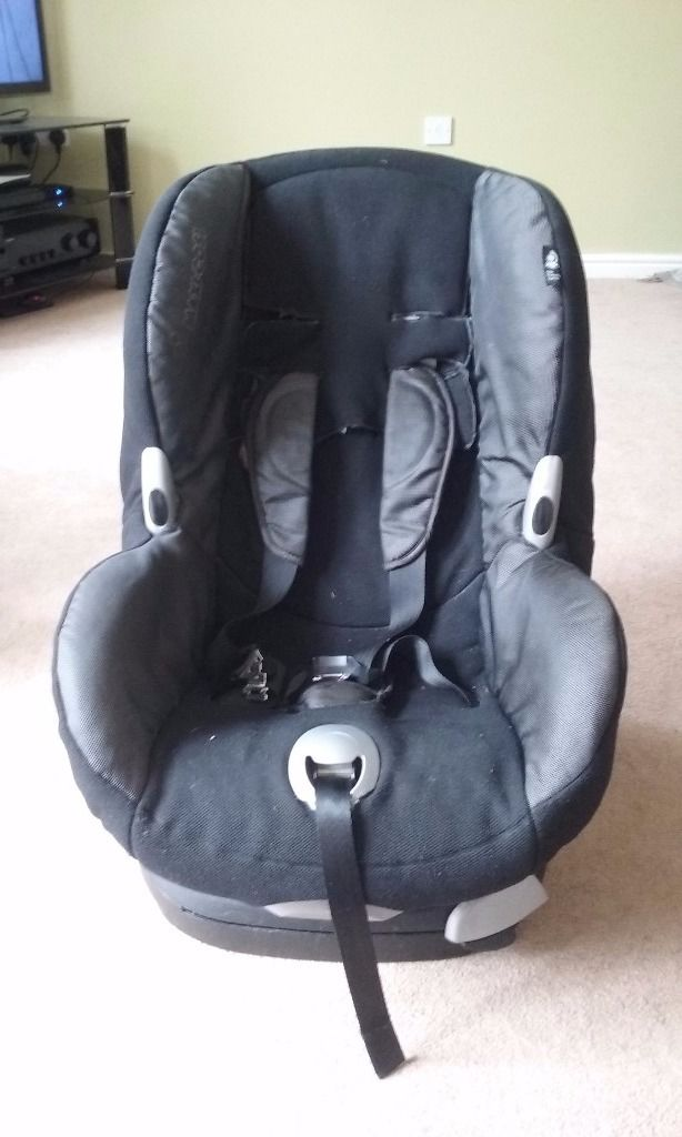Pair of matching Maxi Cosi car seats in black with removable covers