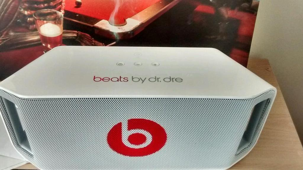 Beats by Dre beatbox speaker with NFC in white