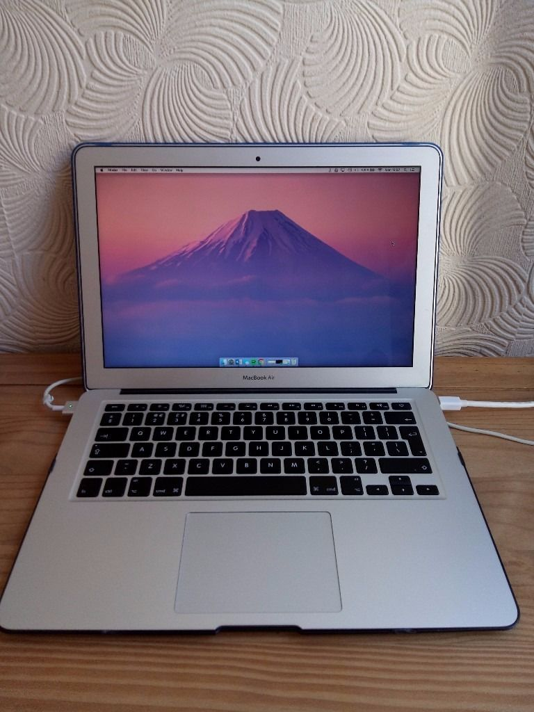 "13.3"" MacBook Air dual-core Intel Core i5 A1466 (PRISTINE A++) FREE POSTAGE or COLLECTION"
