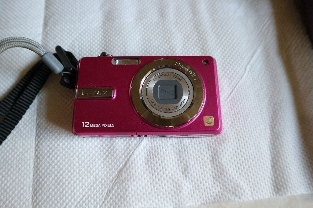 Panasonic LUMIX - DMC F3, 12.1 megapixel digital camera - pink