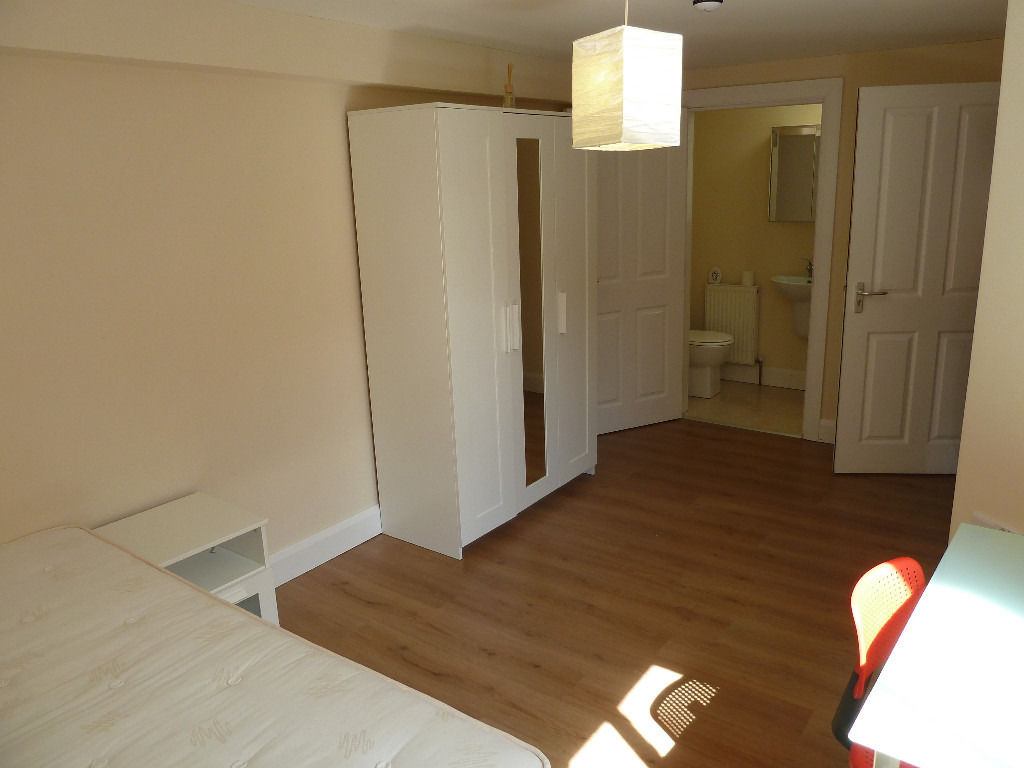 STRANMILLIS: Double room with en-suite in 5 bed house