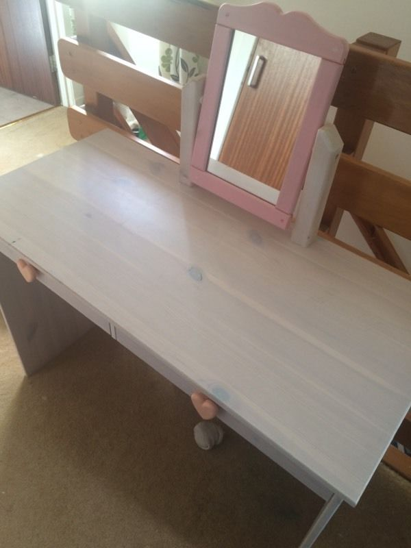 Free young girls dressing table