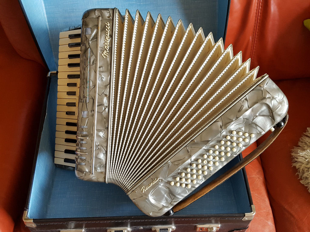Beautiful piano accordion 34 treble 48 bass made in Italy by Marinucci Recanati. Swap / Trade / Sell