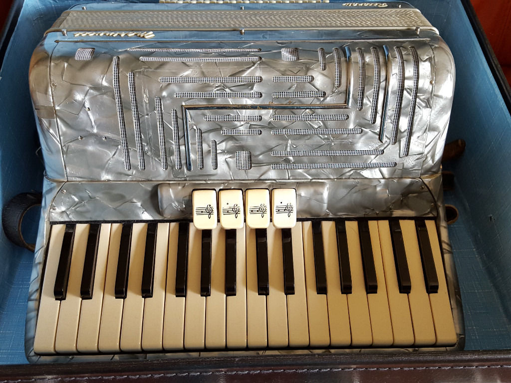 Vintage Marinucci Recanati Piano Accordion 34 treble 48 bass made in Italy Swap guitar or Sell