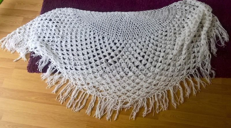 BRAND NEW! Beautiful hand knitted baby shawl, ideal for christening/swaddling