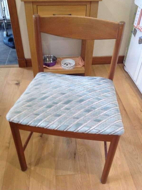 3 FREE dining chairs