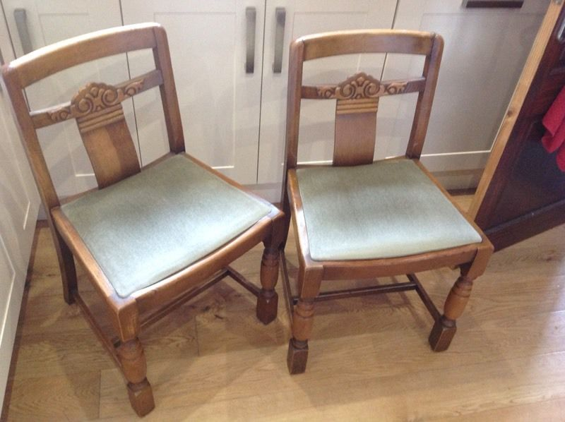 2 FREE dining chairs