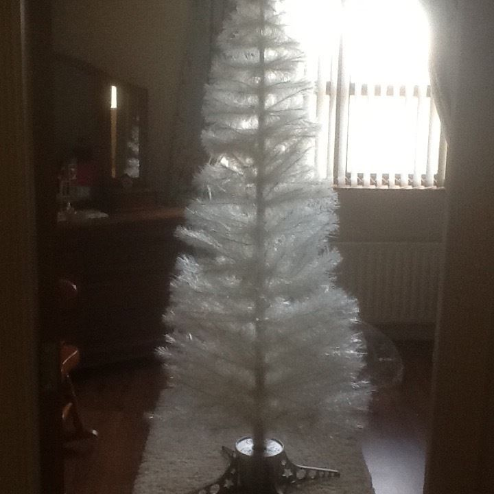 7ft fibre optic white Xmas tree ex contd..