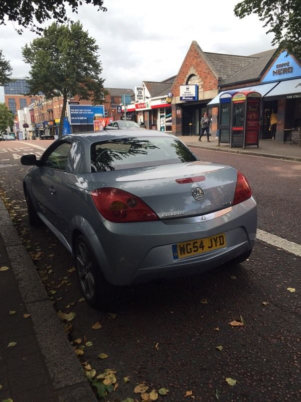 Vauxhall tigra sport 1.4 petrol with full Service history mot next year convertable