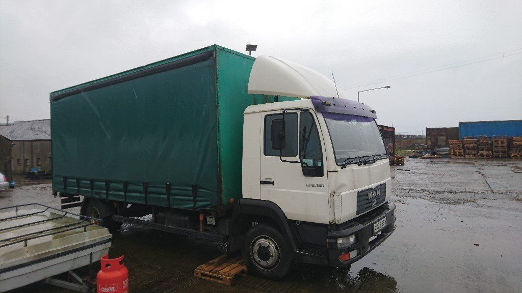 man curtainside lorry