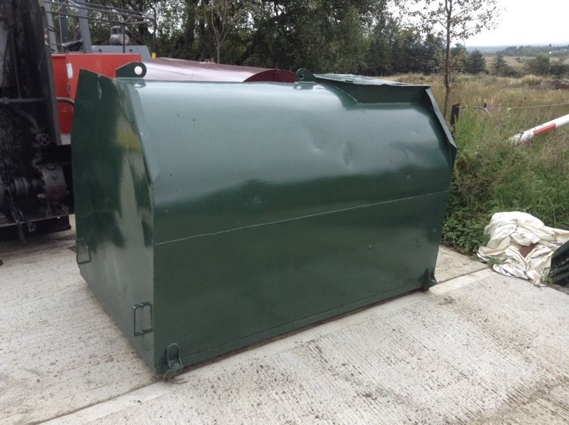Fuel bowser/ fuel storage tank