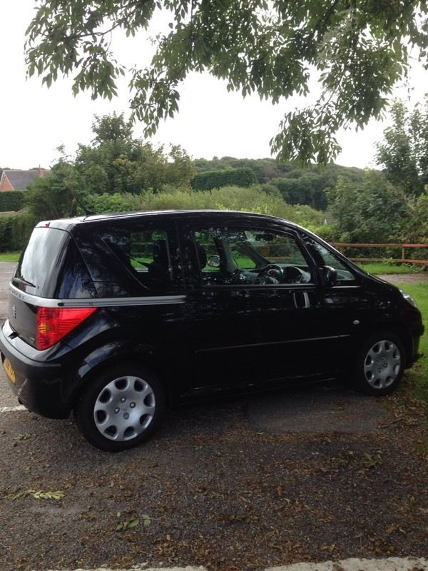 Peugeot 1007 Dolce. Easy access by 2 sliding doors. 52k Full Service History.